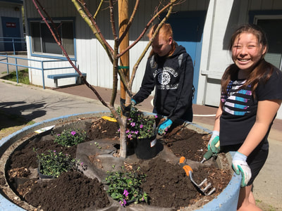 Students beautify the garden